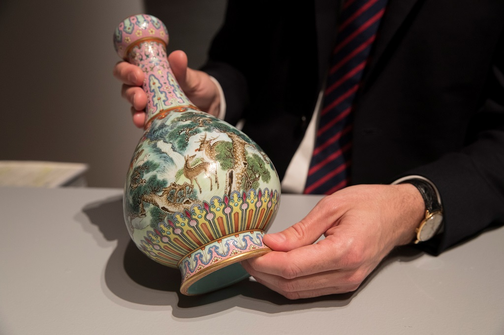 Family Finds Chinese Vase In Attic Valued At R74m Enca