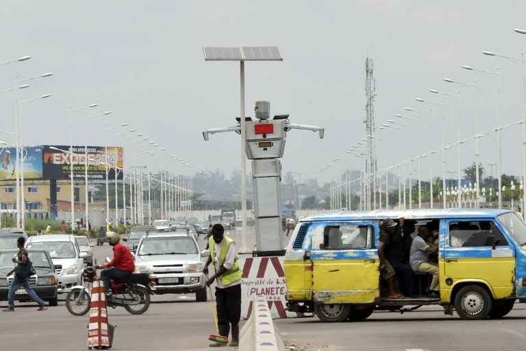 WEB_PHOTO_Traffic_Robot_Kinshasa_270214