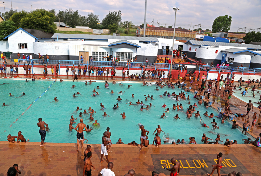 Provinces heat up as hot spell continues enca Linden public swimming pool johannesburg