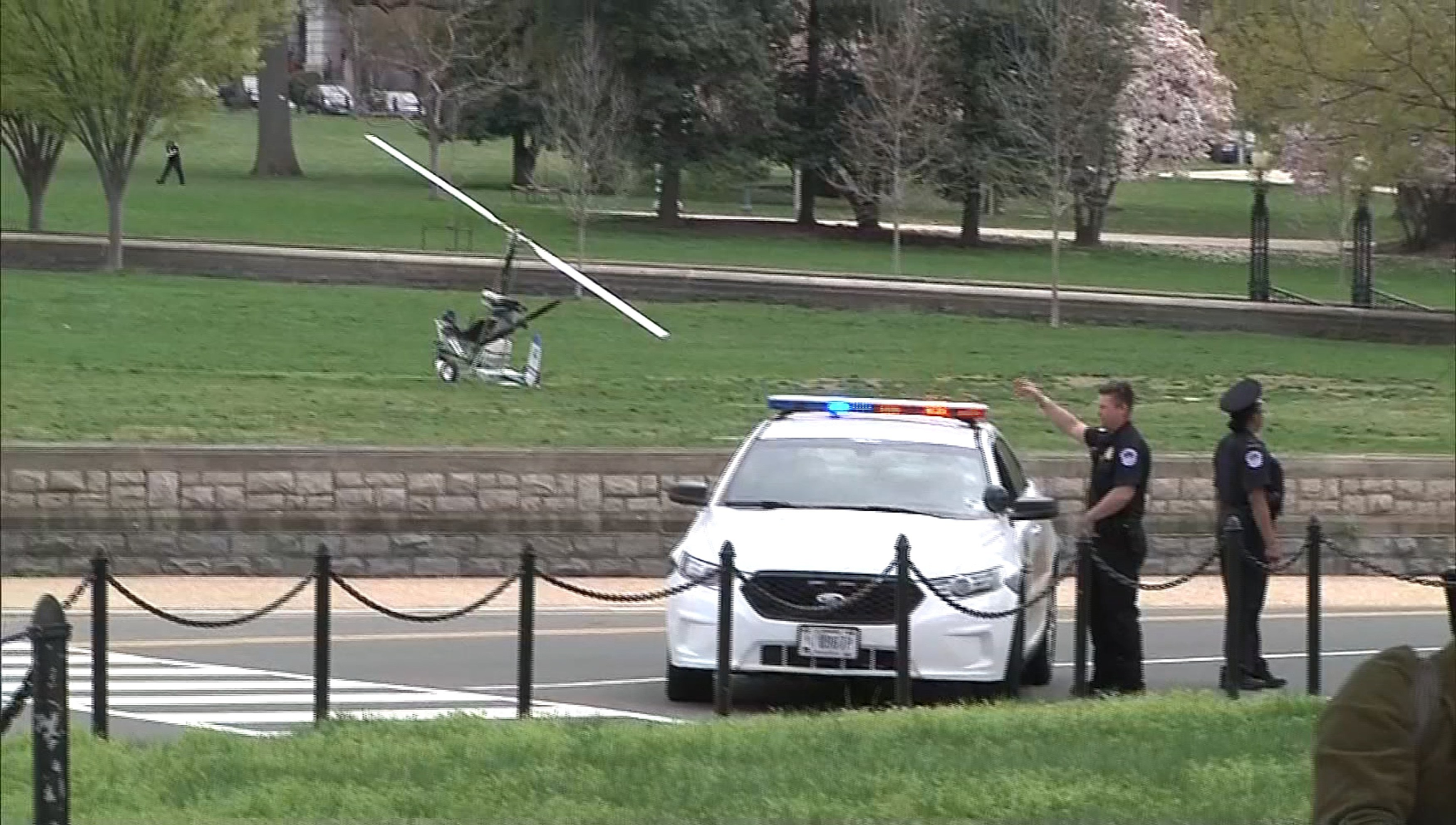 Photo_Web_USCapitol_Gyrocopter_170415