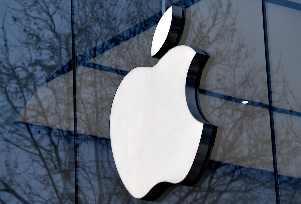 File: Apple operates 35 online stores and 506 retail stores on five continents.