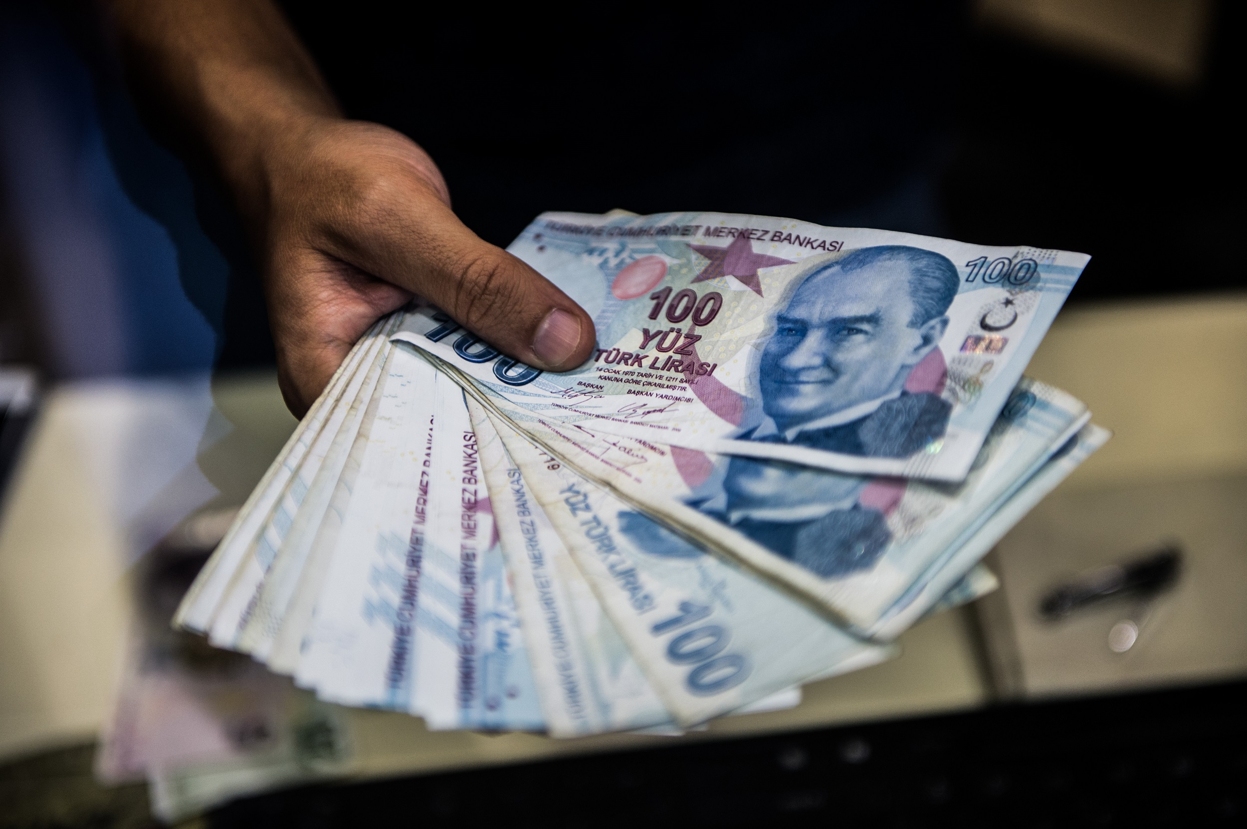 White House: US monitors financial situation in Turkey amid currency fall