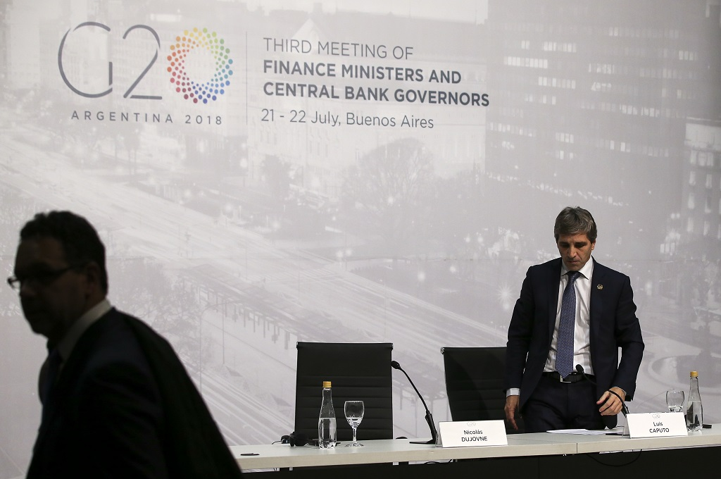 Argentina's central banker resigns in the midst of IMF talks