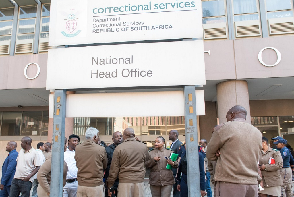 Tshwane mayor Solly Msimanga has hit back at Justice Minister Michael Masutha regarding the closure of the Correctional Services headquarters in Pretoria.