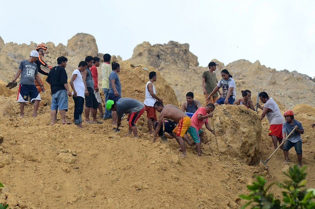 New landslide kills at least 15, buries houses in Philippines