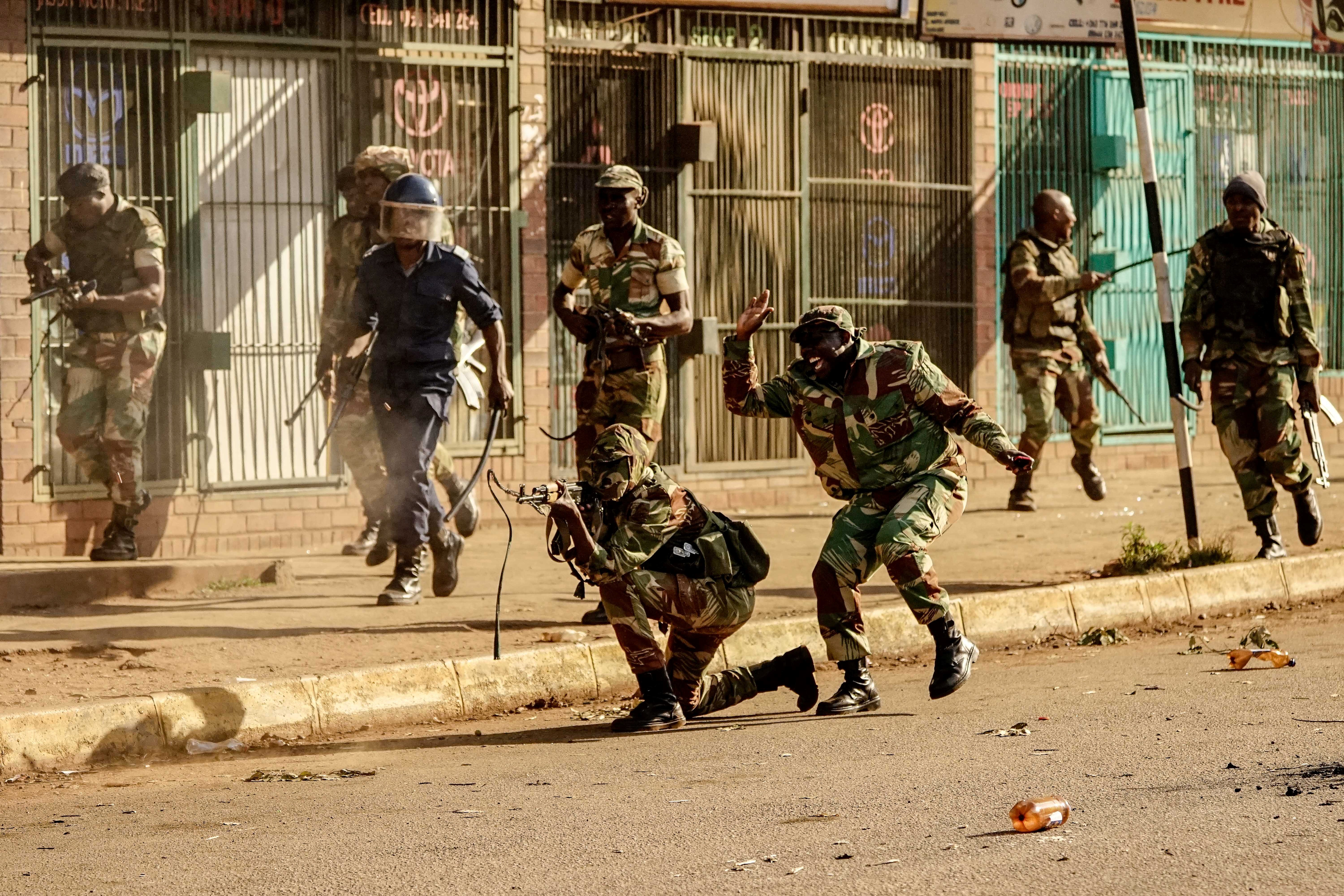 web_photo_Zimbabwe_army_13112018