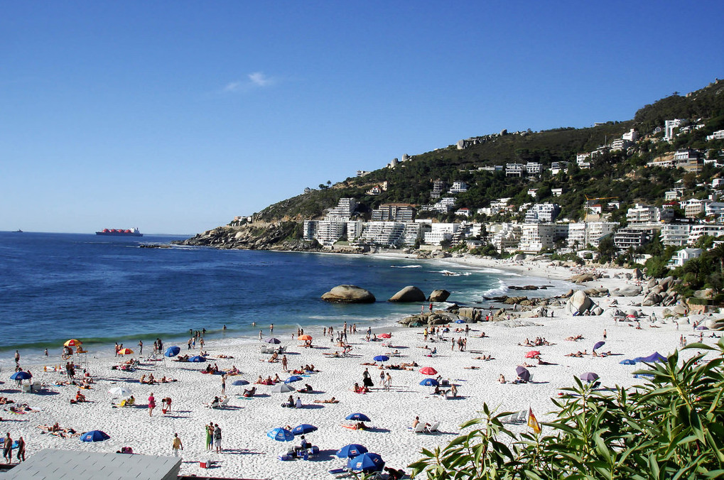 File: Many mainland South Africans are moving to the coast to have some fun in the sun.