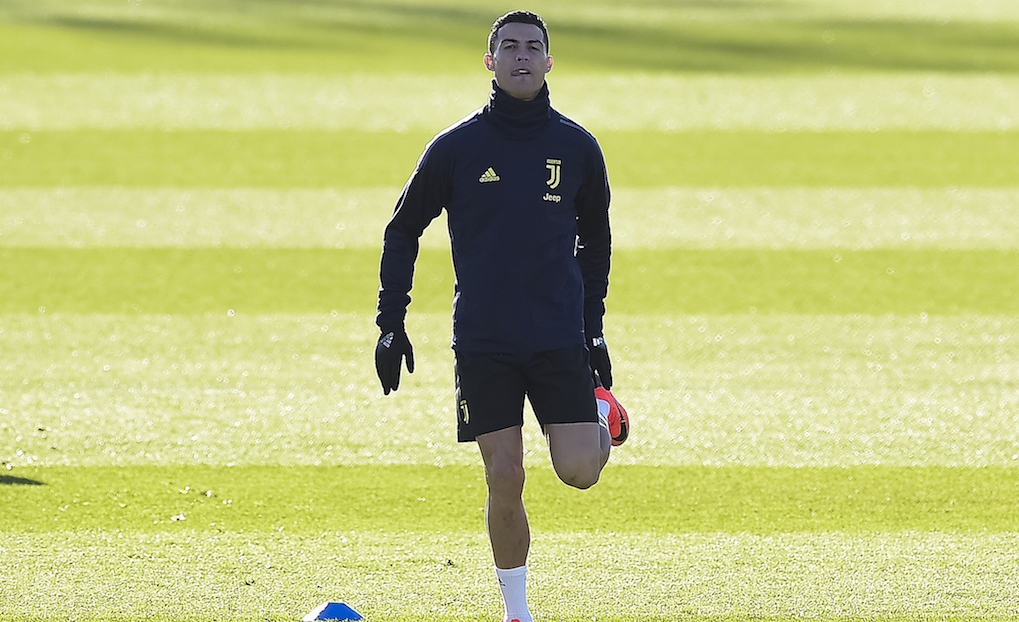 6b2455a51 Juventus  Portuguese forward Cristiano Ronaldo (L) attends a training  session on the eve