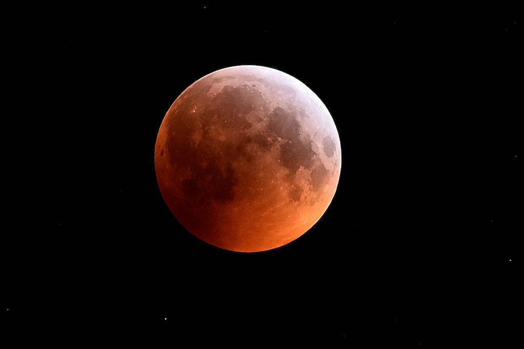 2-for-1: Total lunar eclipse comes with supermoon bonus