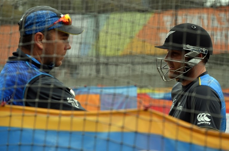 New Zealand batting coach Craig McMillan (L) speaks to captain Brendon McCullum during a training session at the Melbourne Cricket Ground.