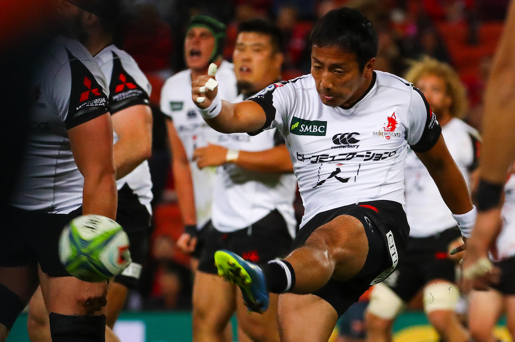 Sunwolves player Yutaka Nagare (R) kicks the ball during a Super Rugby match.