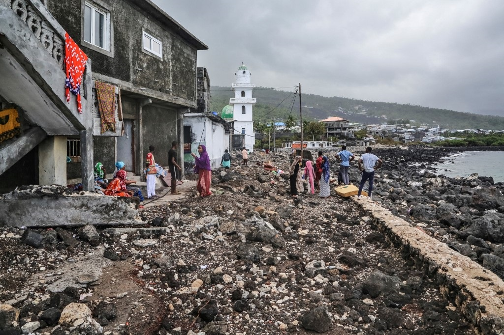 Residents gather their belongings on April 27, 2019 in Fumbuni, 56km south of Comoros capital Moroni, following the passage of the Cyclone Kenneth.