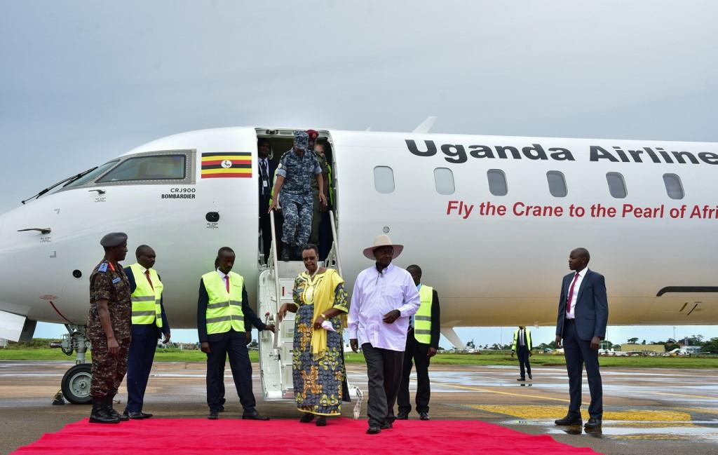 Resultado de imagen para uGANDA aIRLINES logo png