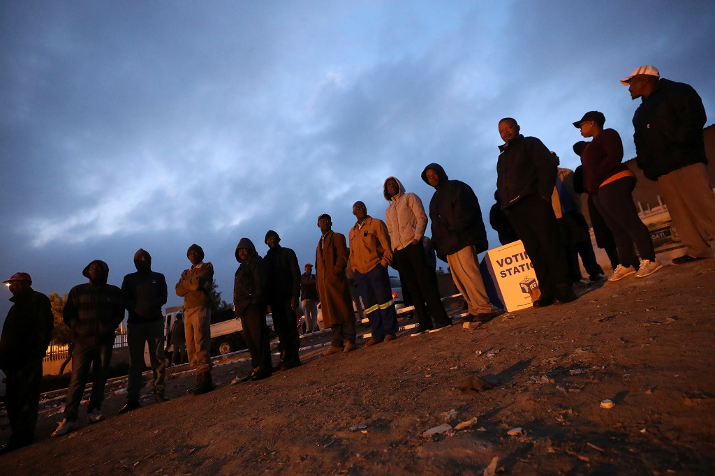Alexandra voters queue to vote in 2019 Election