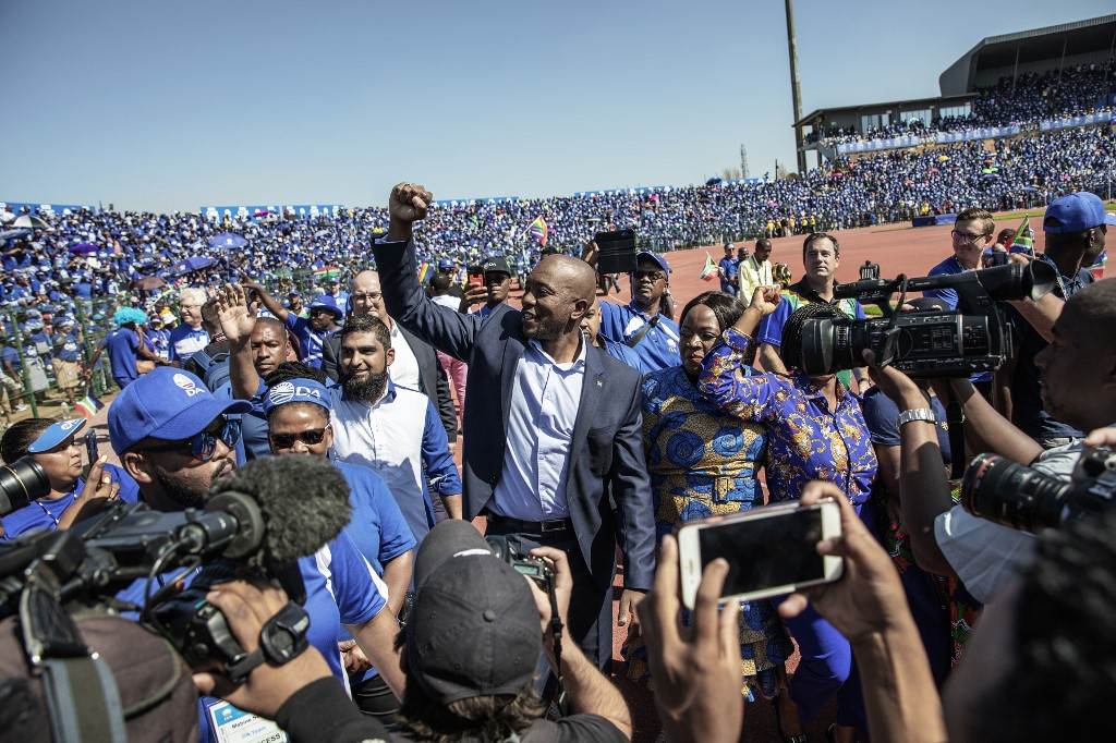 Mmusi Maimane greets supporters at the DA's final rally