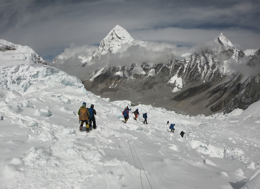 Three more deaths on overcrowded Everest | eNCA