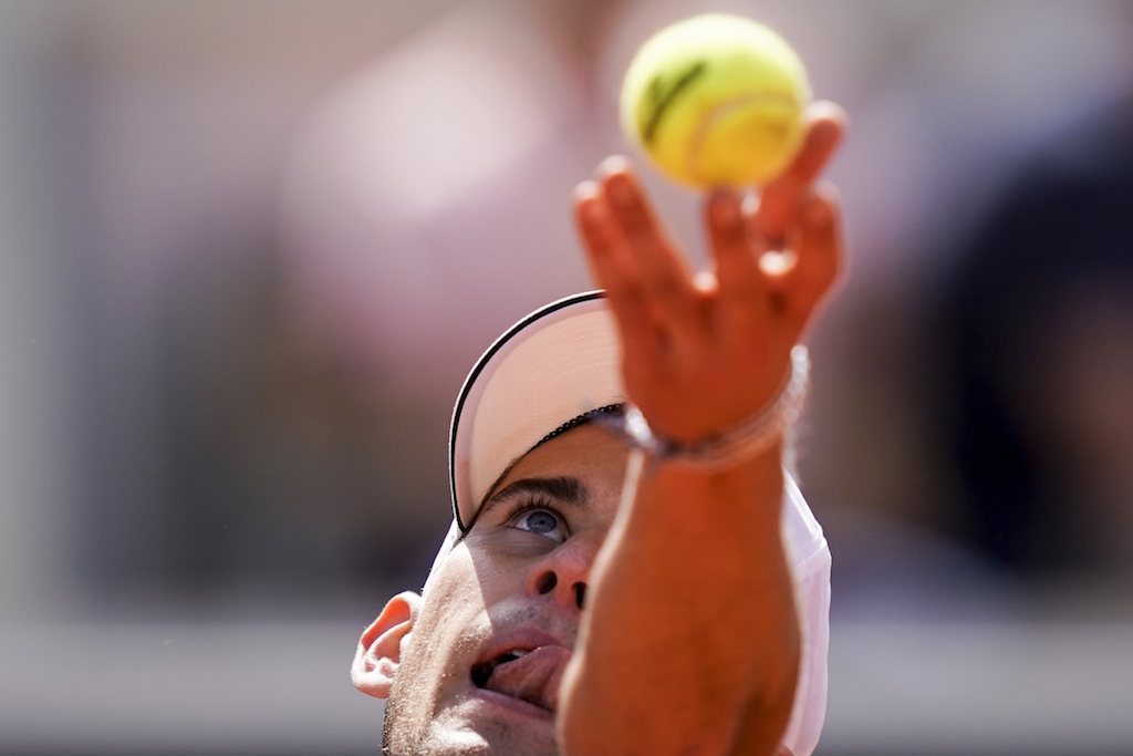 Dominic Thiem won 6-2, 6-4, 6-2 to reach the Roland Garros semis for a fourth straight year.