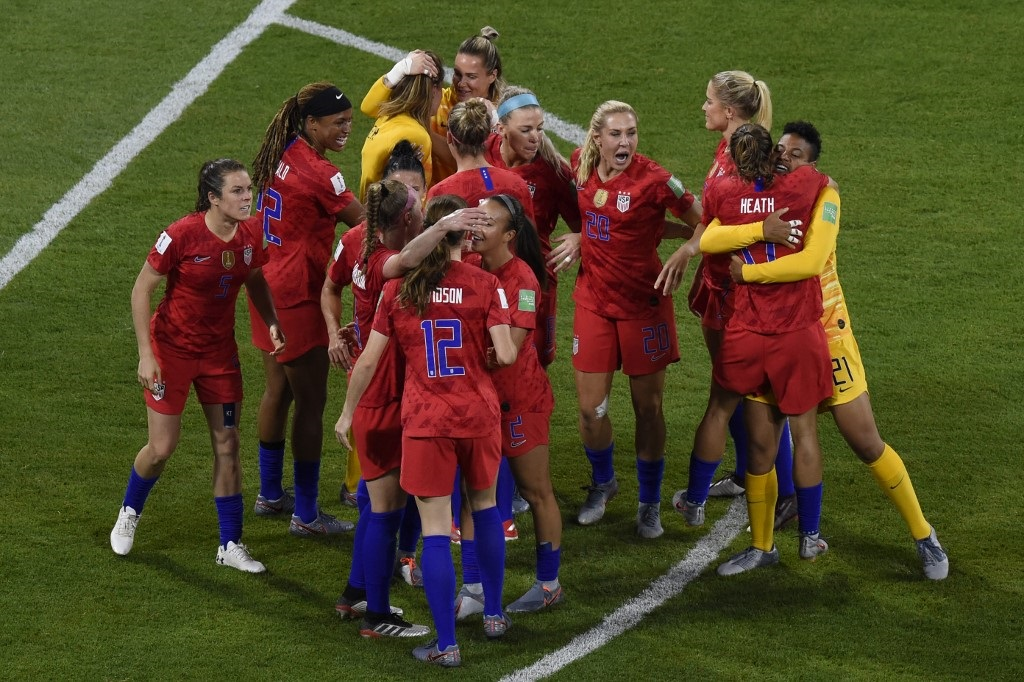 us players celebrate at the end of the france 2019 women s world cup semi final
