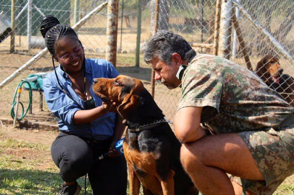 eNCAs Silindelo Masikane and Kruger Park K-9 member Scent who hunts out rhino poachers