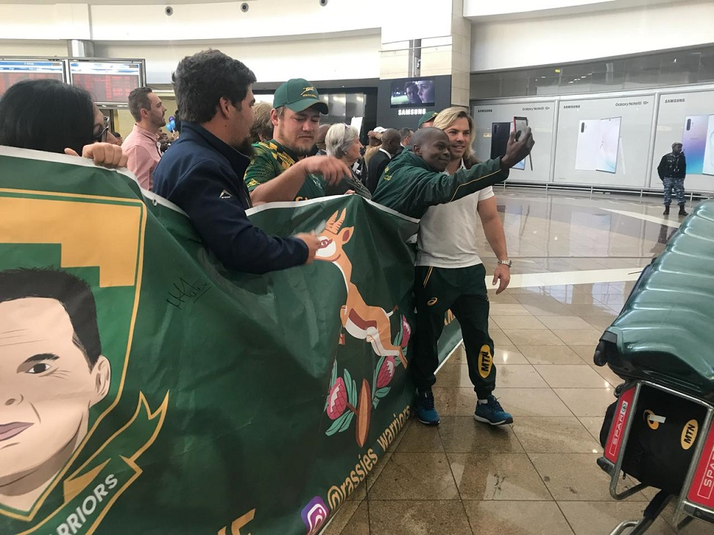 Springbok player Faf de Klerk poses with a fan at OR Tambo International Airport on 12 August 2019