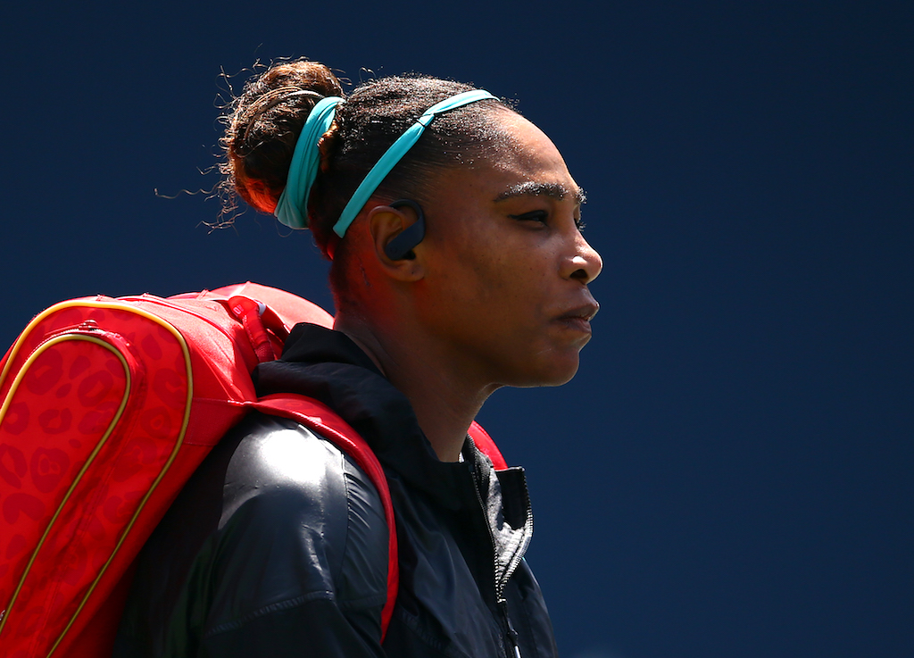 Serena Williams withdrew from the Cincinnati Masters on Tuesday due to back problems.