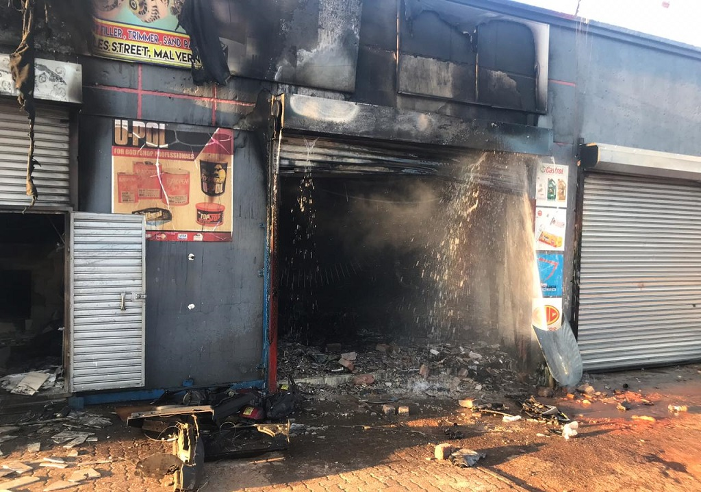 Building set on fire after looting in Malvern September 2019
