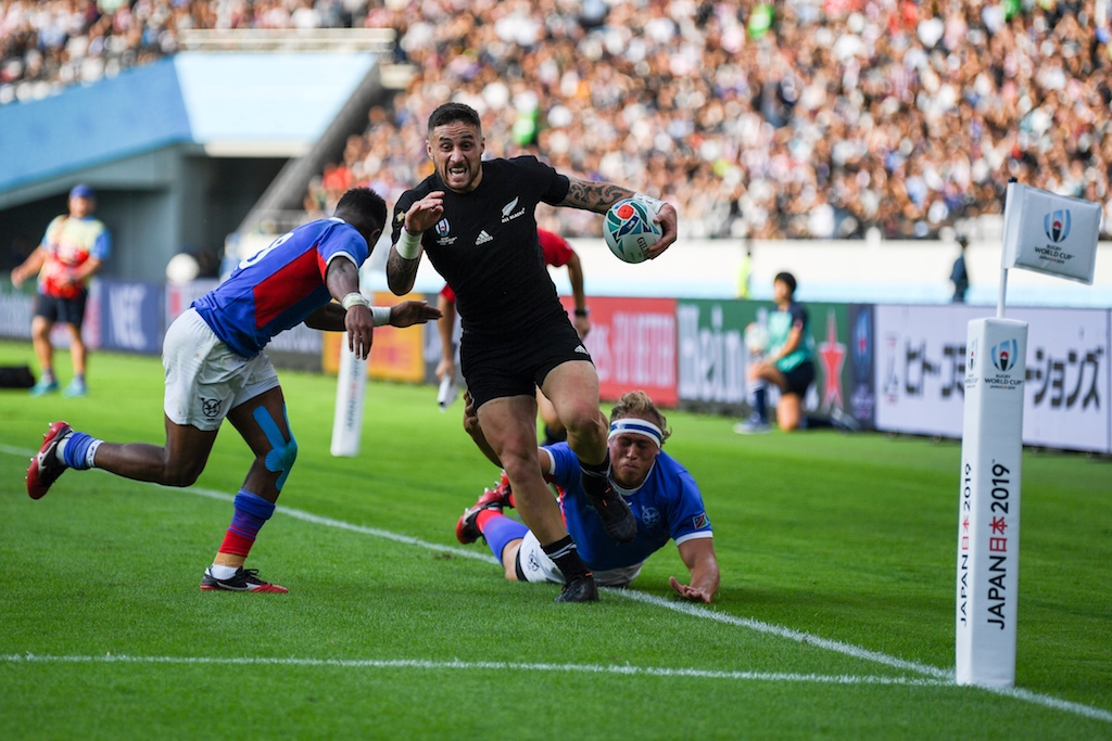 New Zealand's scrum-half TJ Perenara (C) runs to score a try during the Japan 2019 Rugby World Cup Pool B match between New Zealand and Namibia at the Tokyo Stadium in Tokyo on 6 October 2019.