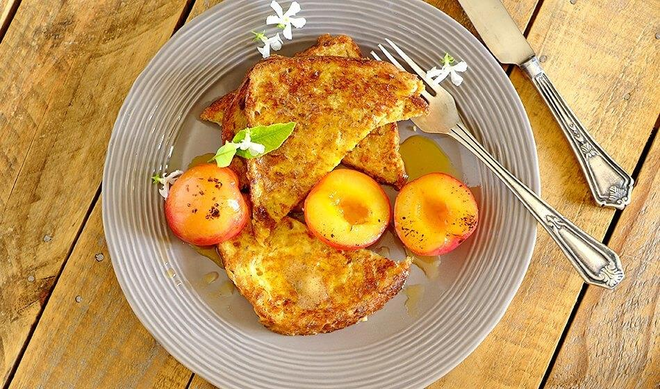 FLORA FRENCH TOAST WITH CINNAMON AND PLUMS