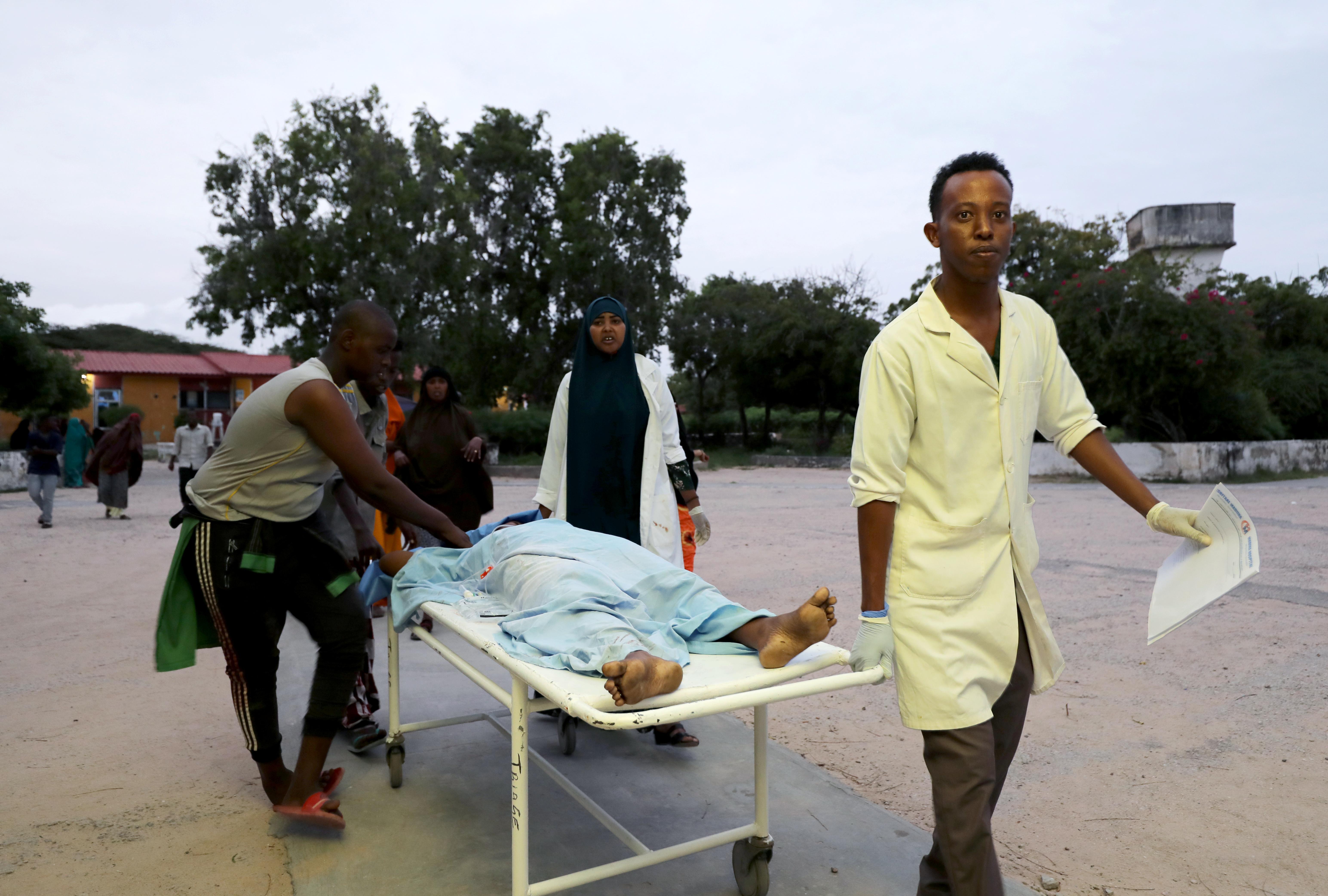 Mogadishu attack: Somali troops battle gunmen who stormed Elite Hotel