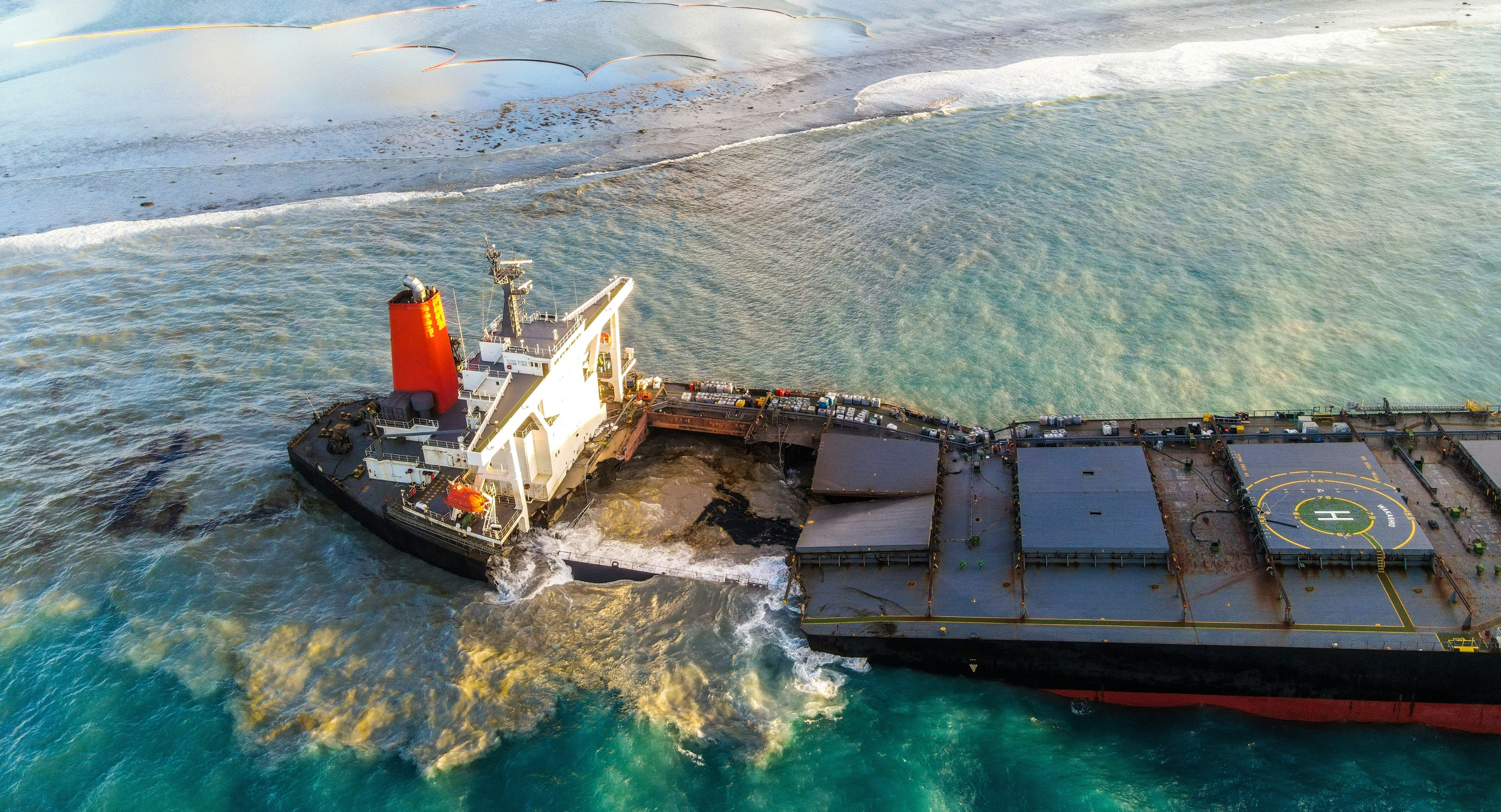 Mauritius: Coral reefs threatened by sunken oil vessel