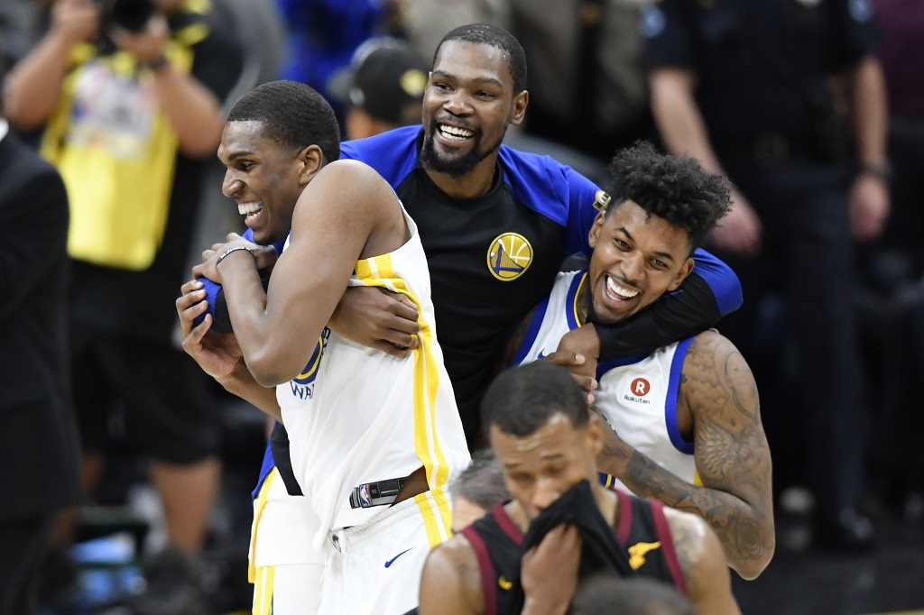 5e5cb09b8c3 Warriors win NBA Finals for second-year in a row