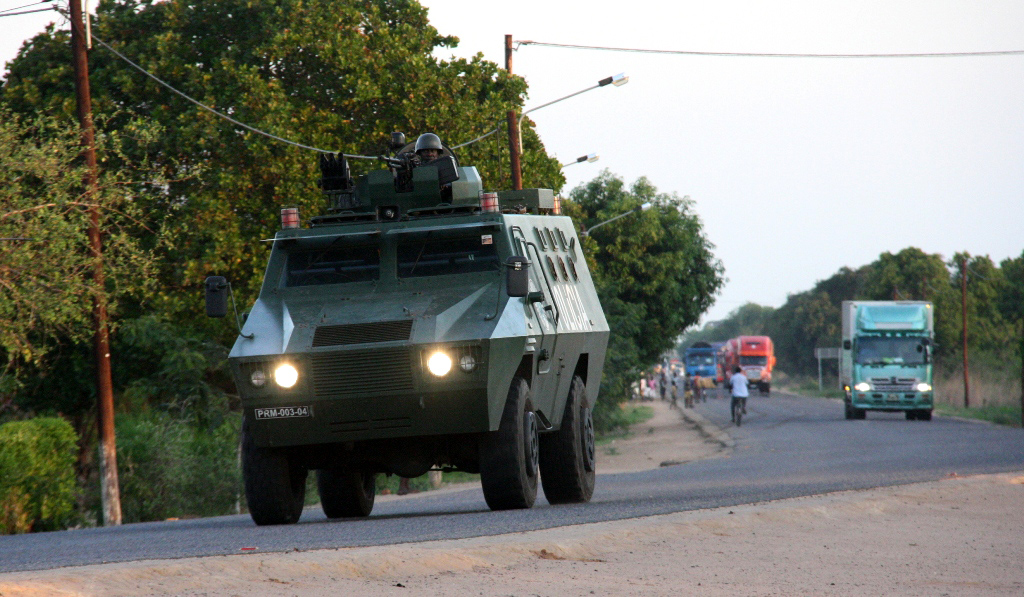 A police armoured vehicle escorts commercial trucks traveling from Muxungue in Sofala province on October 29, 2013. Mozambique troops have seized a second military base of the former Renamo rebels, the presidency said on Tuesday.