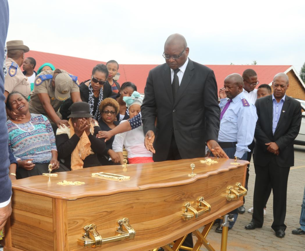 Video Palesa Madiba S Remains Handed Over To Her Family Enca
