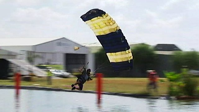 Skydiver died after he turned too low - expert   eNCA