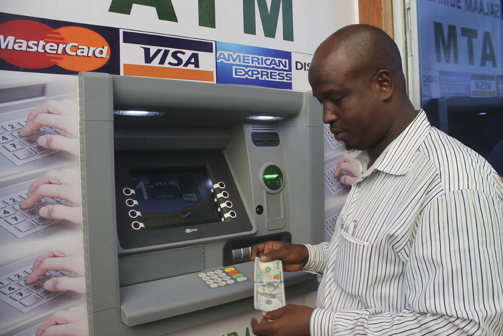 web_photo_Somalia_banking_ATM_040615
