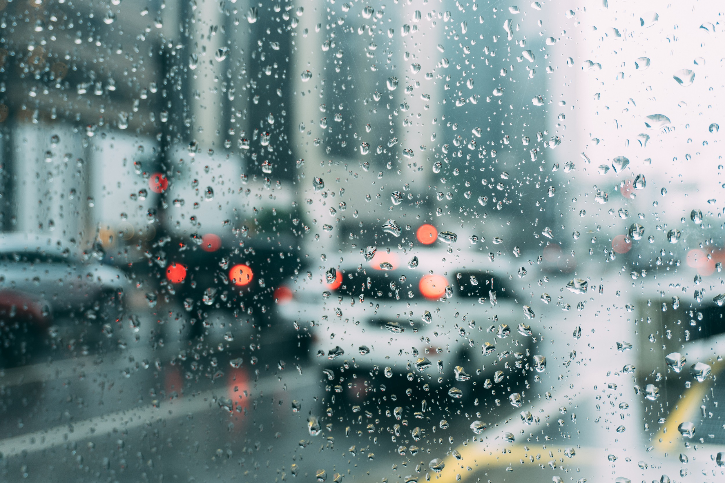 Photo_Web_Rain_Traffic_230318