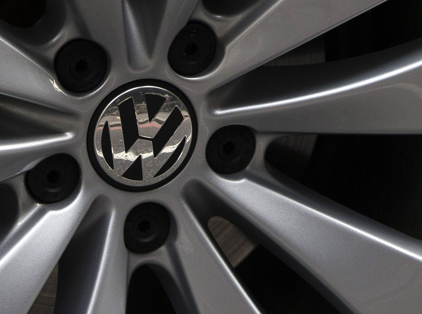 web_photo_VW_logo_230915