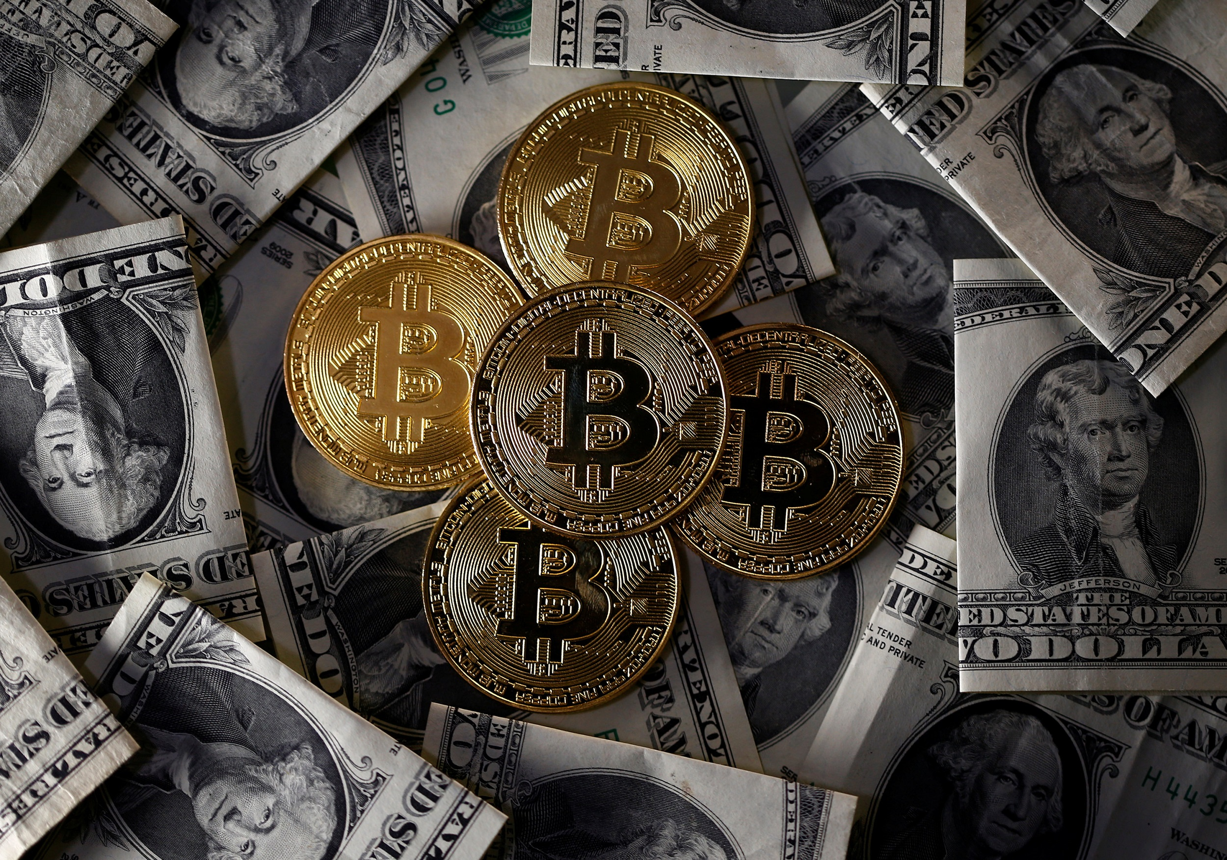 WEB_PHOTO_BITCOIN_DOLLAR_20112017
