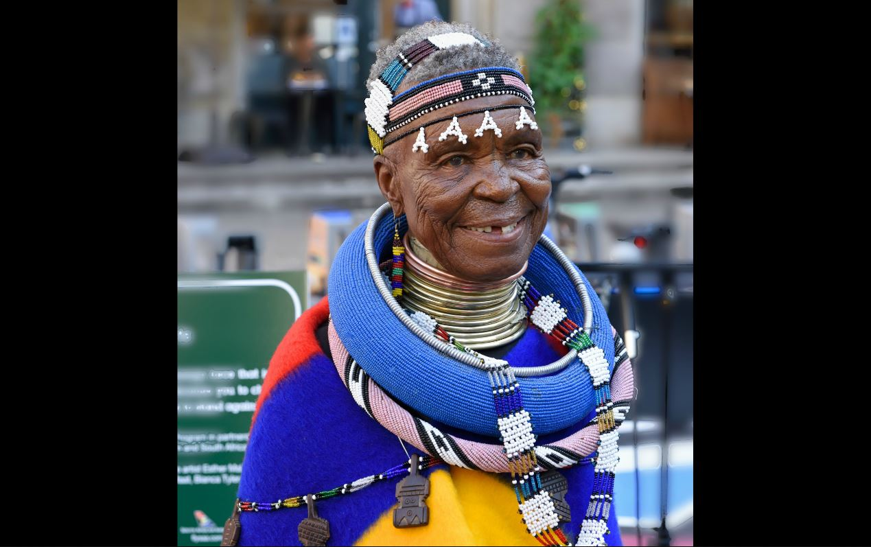 WEB_PHOTO_ESTHER_MAHLANGU_FRONT_20902017
