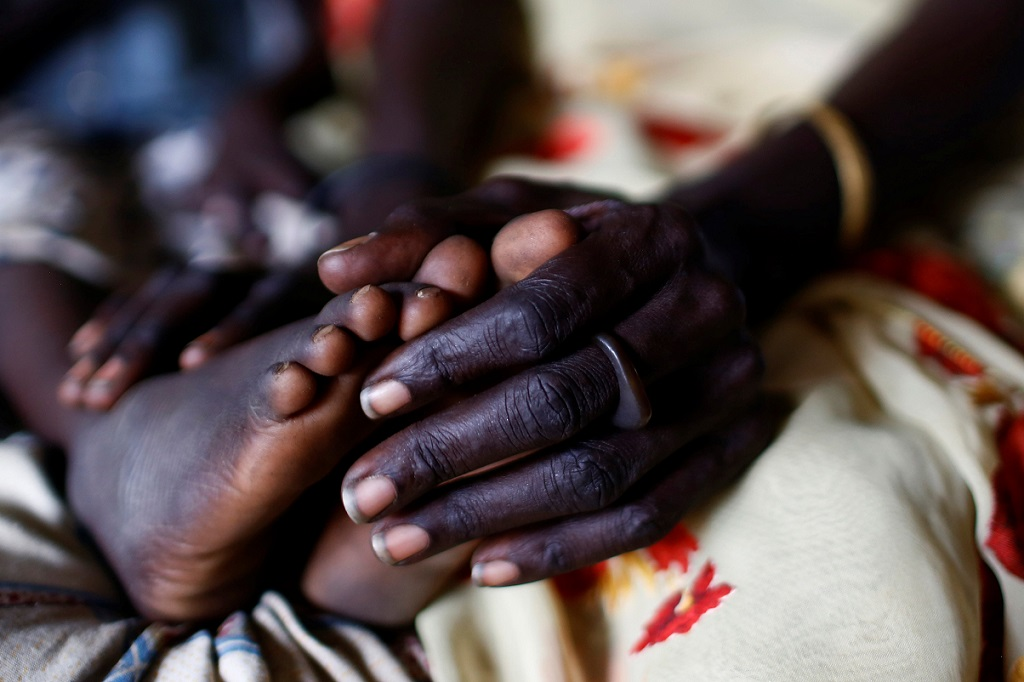 WEB_PHOTO_S.SUDAN-WAR-CHILDREN_MOTHER_BABY_FEET_22_02_2017