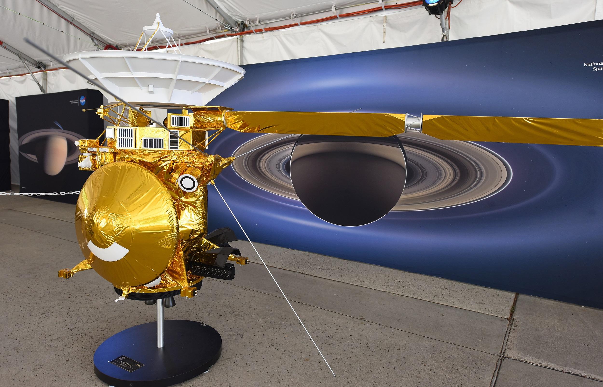 saturn cassini spacecraft - HD2500×1605
