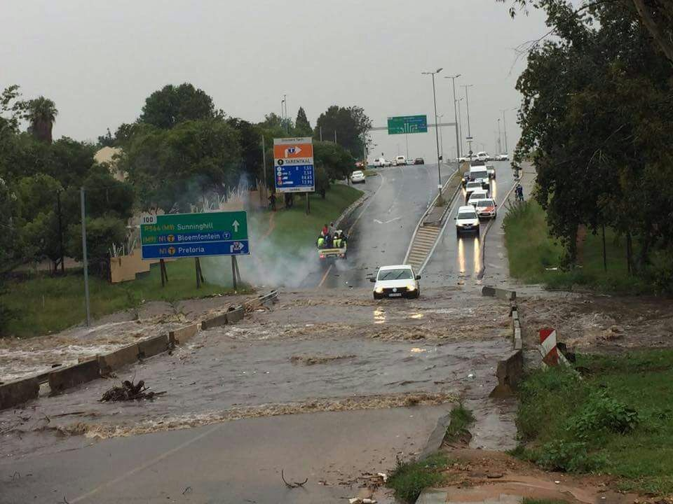 web_photo_Witkoppen_Road_floods_300117