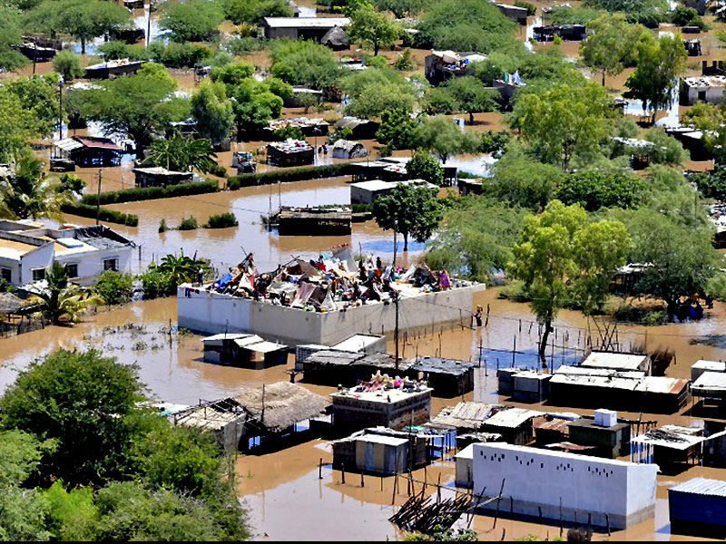 People camping on roofs in the devastated Chokwe
