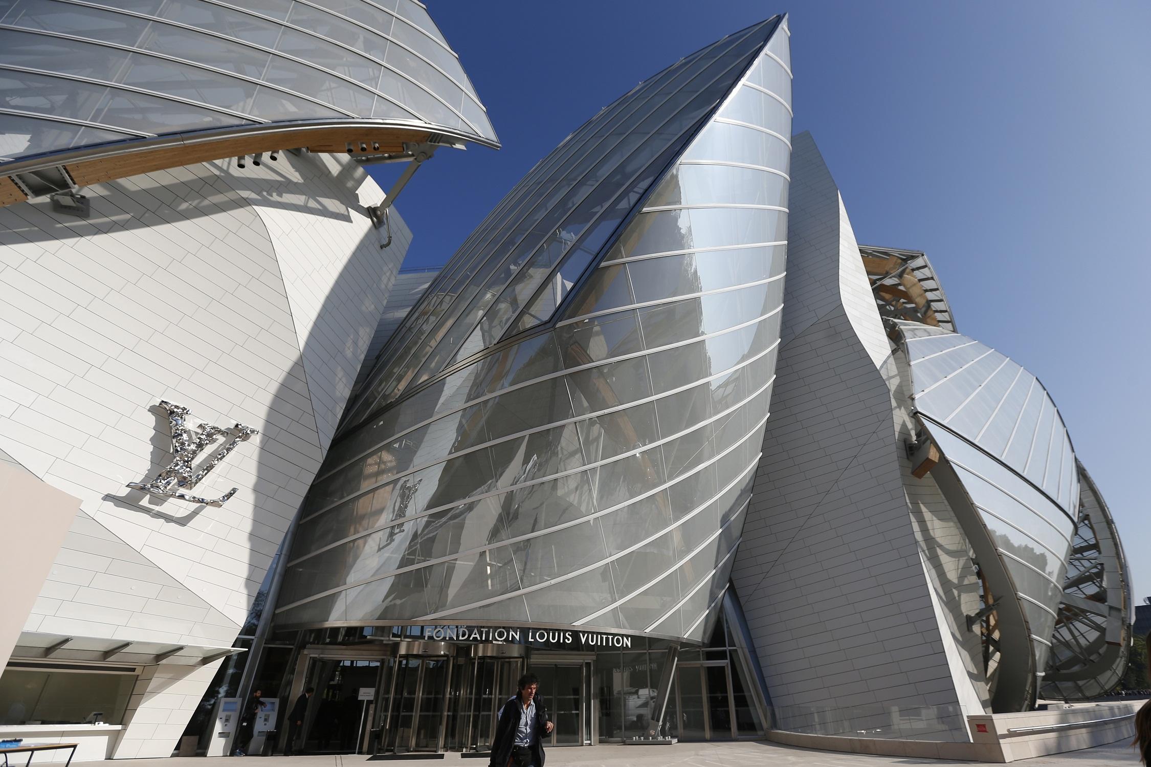 Louis Vuitton Gehry-designed museum launches art-rich week in Paris ... 4921ab3e7e7