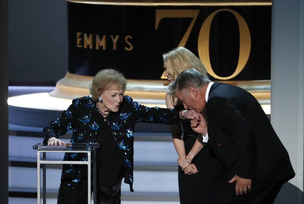 Betty White is kissed by Alec Baldwin. REUTERS/Mario Anzuoni