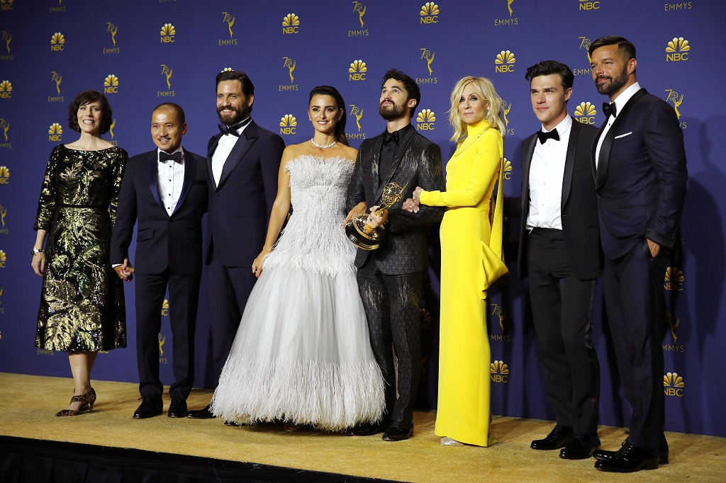 "The cast of ""The Assassination of Gianni Versace: American Crime Story"" poses backstage with their Outstanding Limited Series award. REUTERS/Mike Blake"