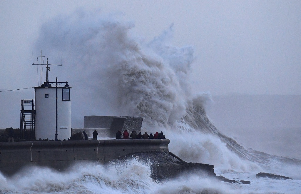 WEB_PHOTO_WALES_STORM_WAVES_030118