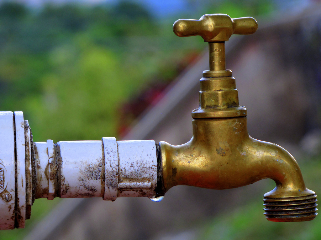 Taps run dry in Joburg suburbs after Randburg pipe burst