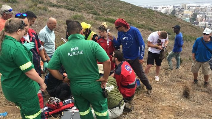 Two injured in Cape Town paragliding accident   eNCA