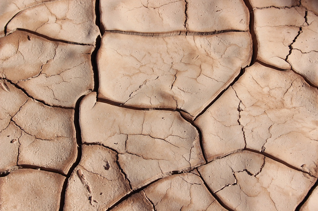 web_photo_drought_parched_earth_dried_mud_040716